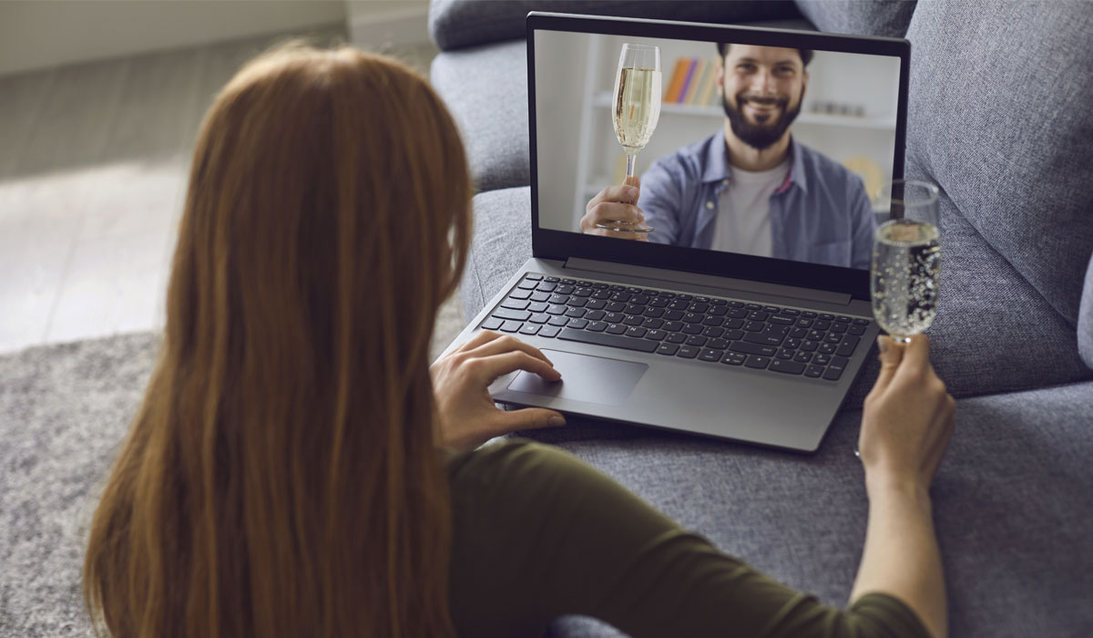 couple online dating over video chat